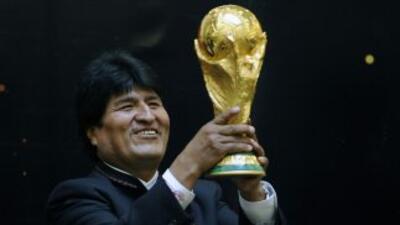 El presidente de Bolivia afirmó que jugará fútbol para incentivar el dep...