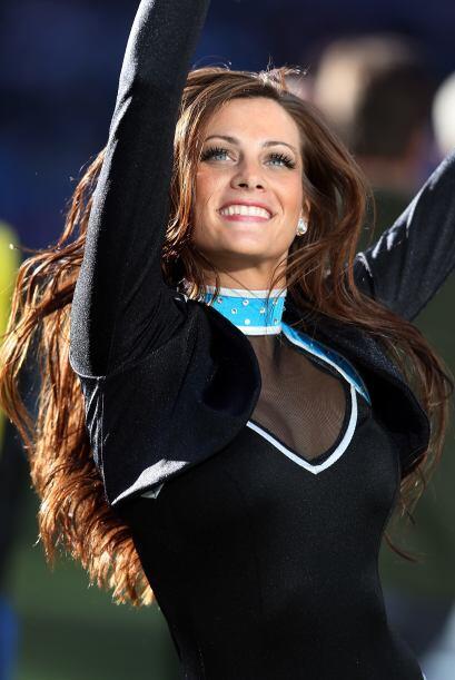 No hay nada más sexy que una hermosa cabellera, y las cheerleaders de la...