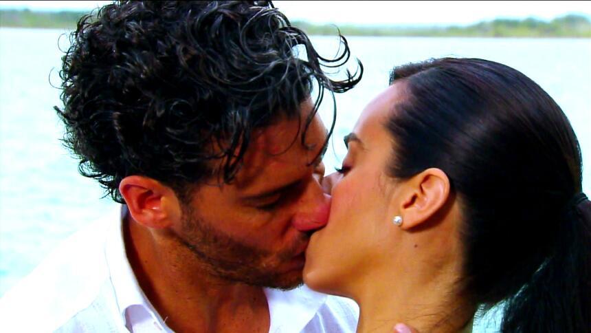 Lucía y Marcelo en el final de 'El color de la pasión' FAB993DDBCDC46009...