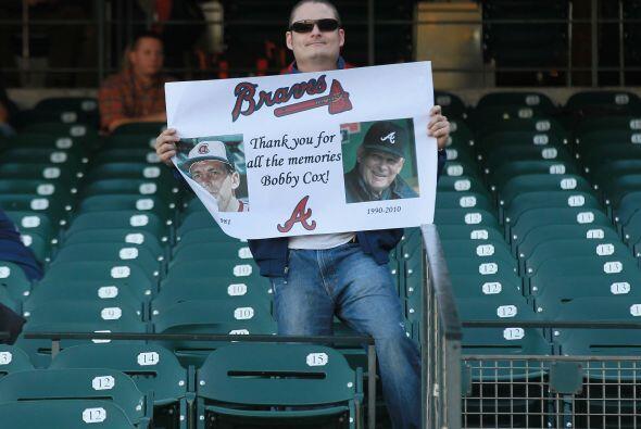También hubo tiempo para rendir tributo al timonel de los Braves, boby C...