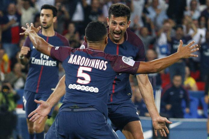 El PSG goleó al Saint-Etienne con un implacable Cavani GettyImages-83903...