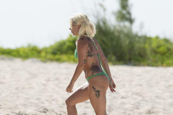 Con estas fotos vemos que Gaga no es tan perfecta como la pintan en las...