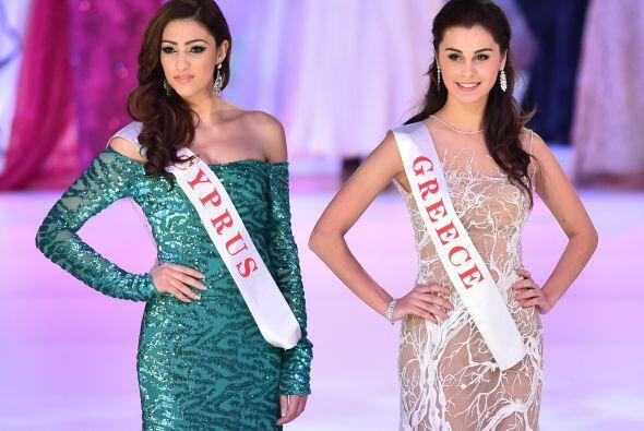 Miss Chipre, Ioanna Filippou (izquierda) y Miss Grecia Eleni Kokkinou