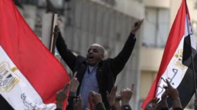 Miles de manifestantes volvieron a desafiar el toque de queda el mi'erco...