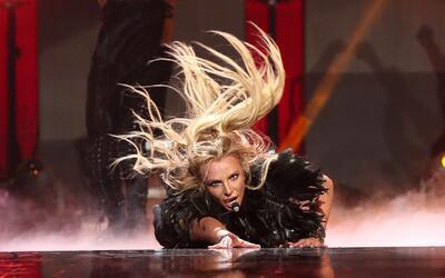 Britney Spears fue sacada del escenario por tres guardaespaldas, mientra...