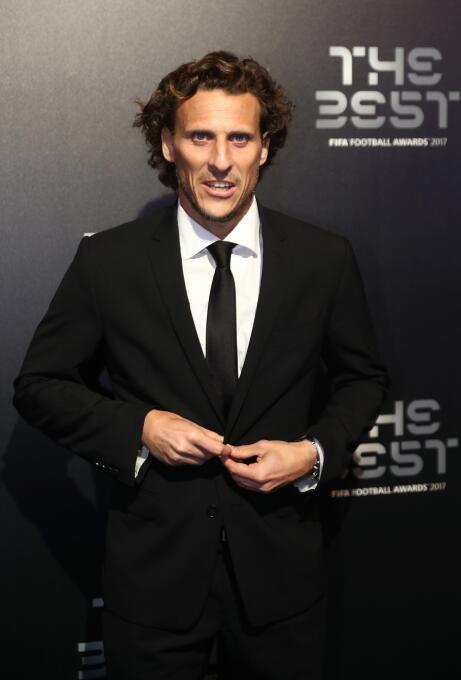 Diego Forlán (Uruguay) - sinónimo de gol en cada equipo que jugó, comenz...