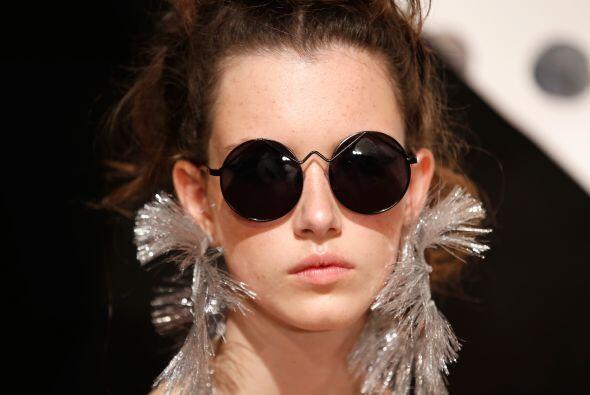 Si te gusta darle un toque 'vintage' a tu look, entonces los lentes de s...