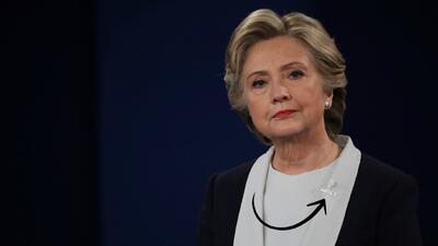 5 detalles del traje azul de Hillary en el debate (que no fue tan eficaz como el rojo de la vez pasada)