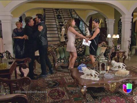 Valeria y Cristóbal llegaron a la casa de sus padres despu&eacute...
