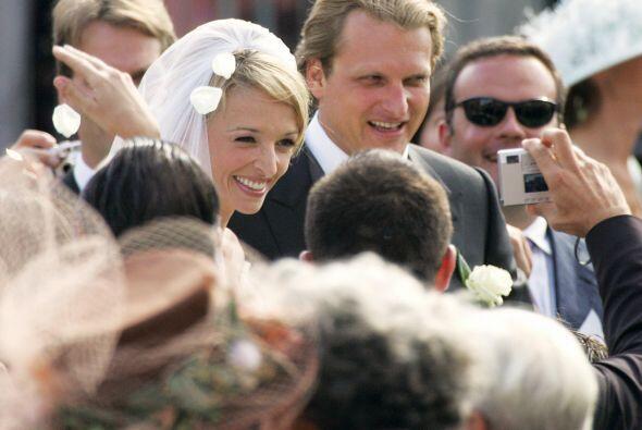 La pareja se unió en matrimonio en la Catedral de San Juan Bautis...