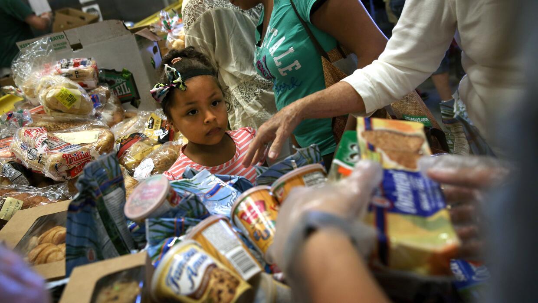 El 23.6% de los hispanos sigue en la pobreza, nueve puntos más que la me...