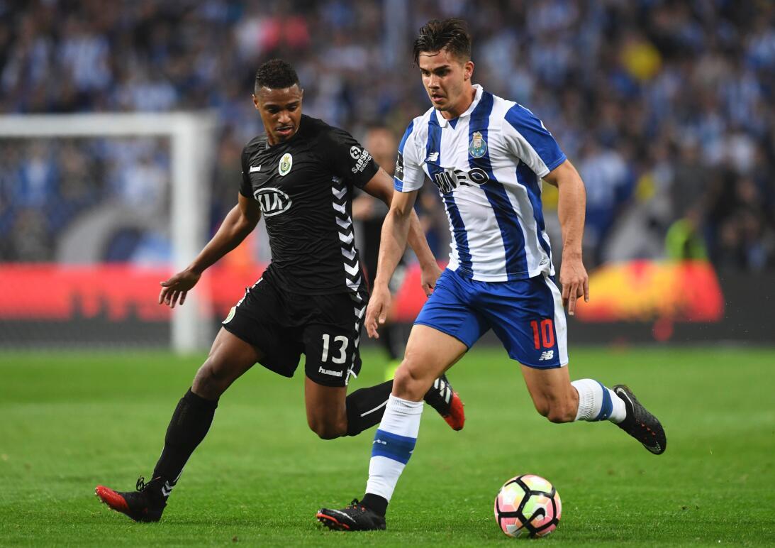 'Tecatito' Corona se disfrazó de Van Basten en el empate del Porto Andre...