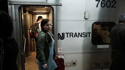 Un tren del Servicio de Transporte de Nueva Jersey, en una imagen de arc...