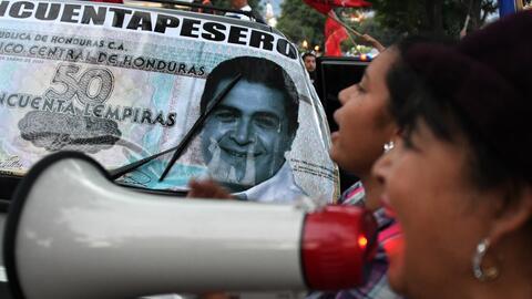 Partidarios del candidato opositor Salvador Nasralla en una protesta con...