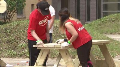 Chicago Cares cumple 25 años de trabajar en proyectos comunitarios