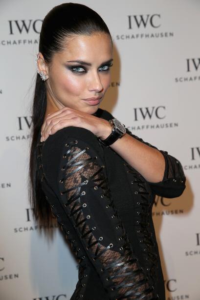 Y qué decir de Adriana Lima, sus ojos ya de por sí son hermosos pero el...