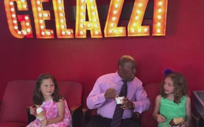 Alcalde de Houston vista a la niña que le escribió para pedirle la repar...