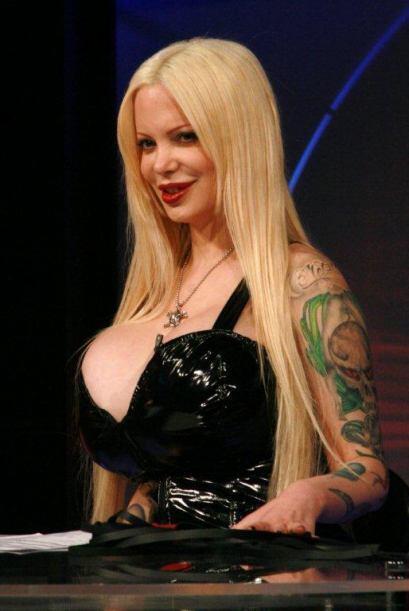 Sabrina Sabrok acompañó  a la jauría en la noche de los enamorados.