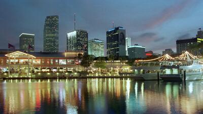 Venta de alcohol hasta las 2:00 am en negocios de Miami Beach.