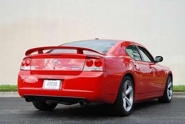 Con esta potencia el Charger acelera de 0 a 60 millas por hora en 4.5 se...