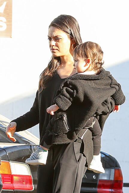 Ashton Kutcher y Mila Kunis con su nena, Wyatt Isabelle