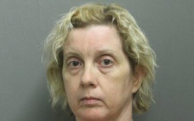 Keli McGrath, de 46 años, recibió un cargo de asalto agrav...