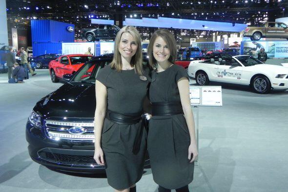 Para preguntas sobre Ford, solo había que consultar a las guapas modelos.