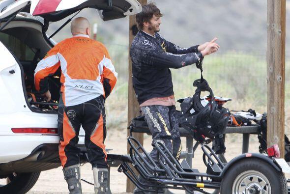 El actor mostró su lado temerario en la pista de tierra.Mira aquí los vi...