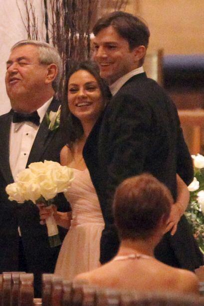 Mila Kunis y Ashton Kutcher juntitos en el altar. ¿Se casaron en...