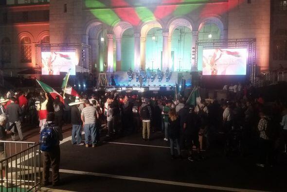 Celebran Grito de Independencia en la escalinata de la Alcaldía de Los Á...