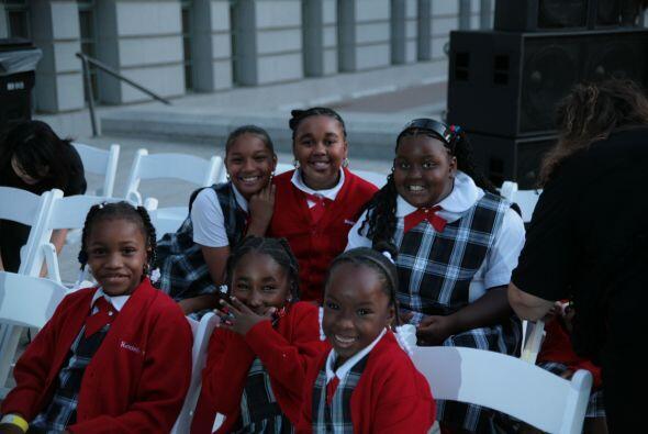 Estudiantes de algunas escuelas estuvieron presentes en la ceremonia.