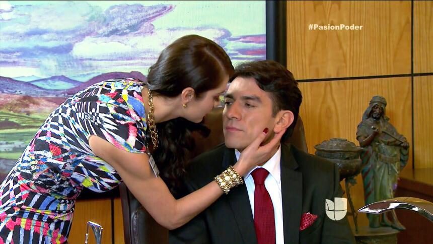 ¿Arturo y Julia pasaron una noche juntos? C2A00B7C366343D9A3CAC3838F5CED...
