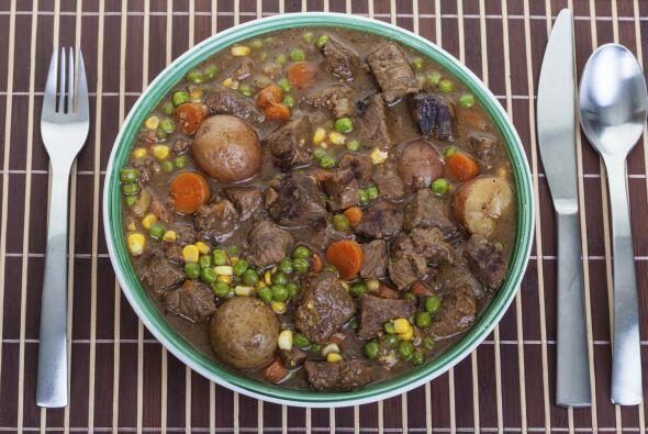 La cocina irlandesa tiene como protagonistas las leguminosas, papas y col.