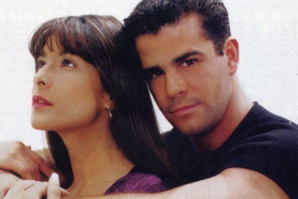 """Aquí la vemos junto a Eduardo Capetillo en el melodrama """"Canción de Amor..."""