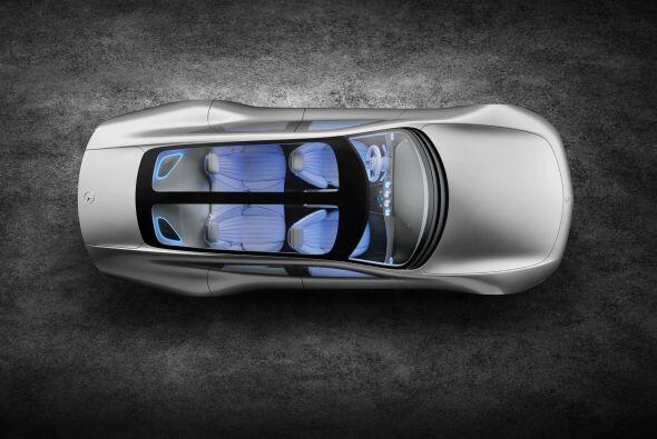De esta manera el Mercedes-Benz Concept IAA varía su longitud entre 5,04...