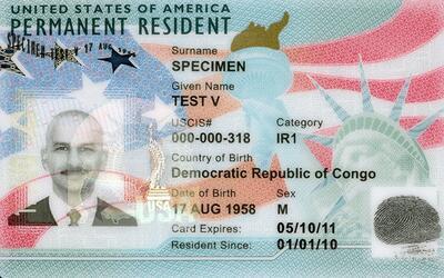 Imagen de la nueva green card o tarjeta verde.