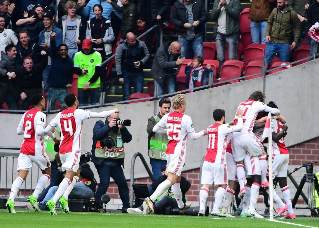 La máquina juvenil del Ajax destrozó a Lyon y sueña con la final de Euro...