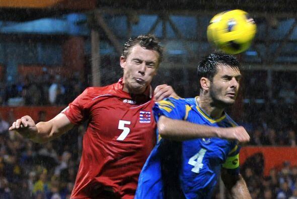 Bosni y Luxemburgo aburrieron, lo mejor del partido fue la cara del 5 y...