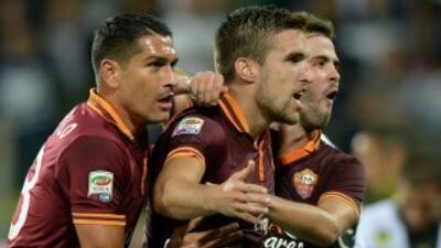 El holandés Strootman firmó el último gol de los romanos con un perfecto...