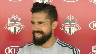 Hérculez Gómez sonríe en su primera entrevista con Toronto FC