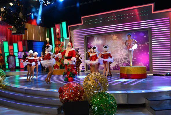Santa Claus y sus pequeñas ayudantes pusieron a todos a bailar y gozar c...