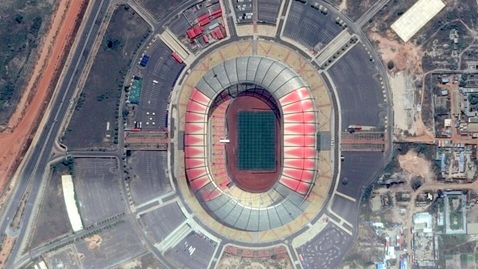 En Angola, China apoyó la construcción del Estadio 11 de N...