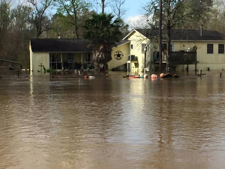 Deweyville, Texas se encuentra bajo el agua