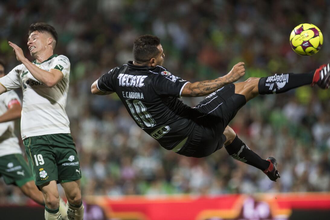 Emocionante empate entre Santos y Monterrey Edwin Cardona de Monterrey.jpg