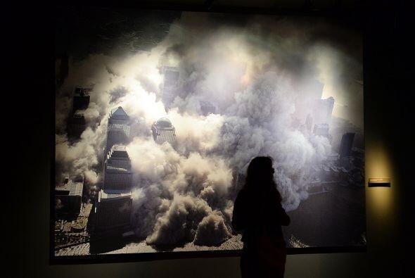 Una de las fotos que muestra a las Torres Gemelas colapsándose el 11 de...