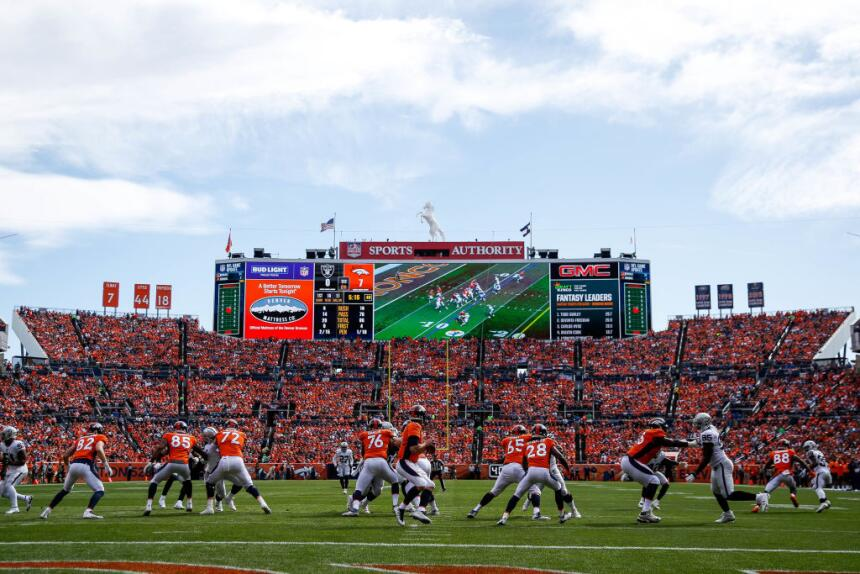 Los Broncos dominarían el primer cuarto y se irían con la ventaja 10-0.