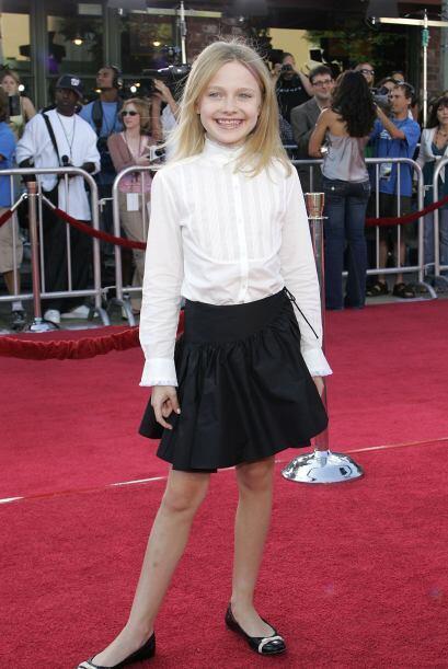A la edad en que muchas niñas seguían jugando, Dakota ya se encontraba t...