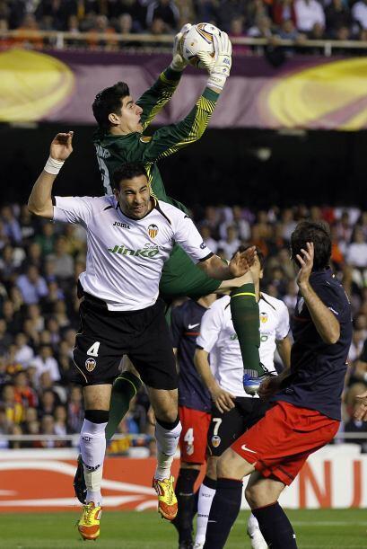 Valencia tiraba balones al área 'colchonera', pero la zaga respon...
