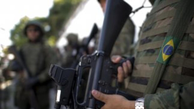 El personal militar se mantendrá acuartelado, incluso con aviones listos...
