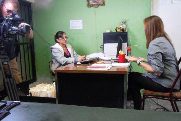 La entrevista se realizó dentro mismo de la pequeña comisaría.